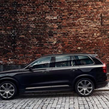 2018 Volvo XC90 profile view in the city