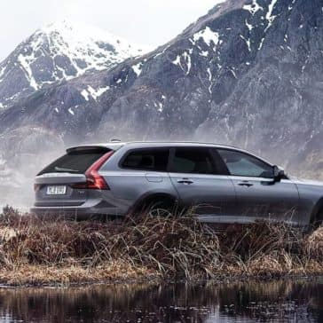 2018 Volvo V90 mountain view