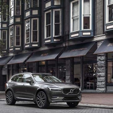 2019 Volvo XC60 front right view
