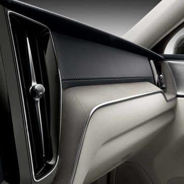 2019 Volvo XC60 interior view