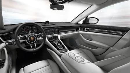 2017 Porsche Panamera dashboard