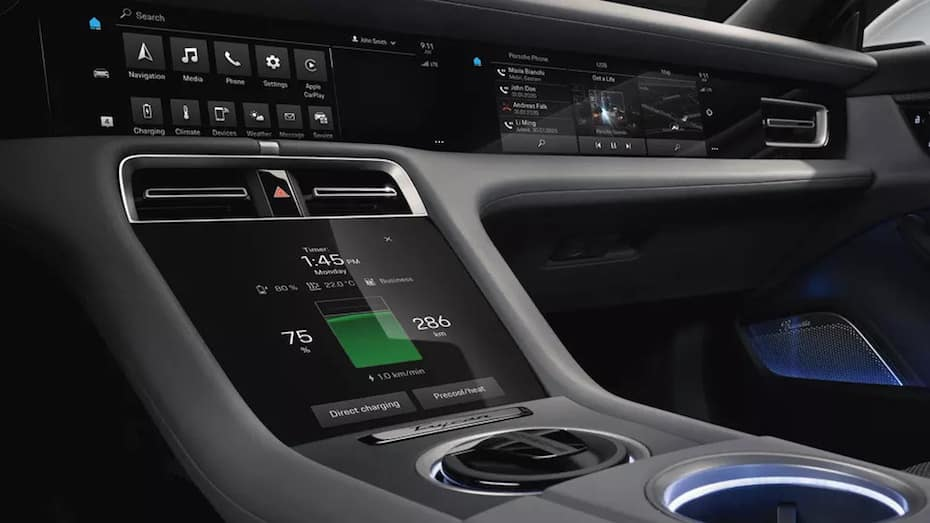 8.4-inch center console control panel of the Porsche Taycan showing the remaining charge and driving range